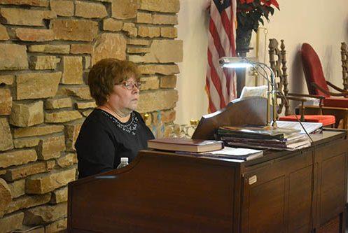 christmas-eve-organist
