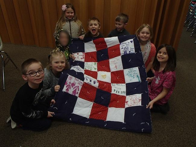first-graders-make-quilt